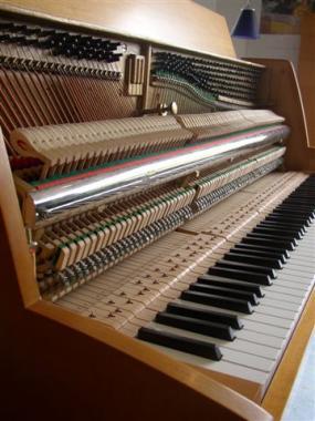 gebrauchtes klavier der marke ferdinand manthey berlin. Black Bedroom Furniture Sets. Home Design Ideas