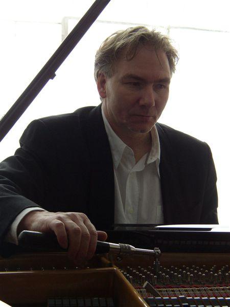 Thomas Buck Klavierstimmer und -Techniker, Restaurator bei pia nola KLAVIERE & FLÜGEL Bispingen
